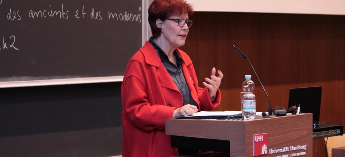 Das Foto zeigt Heidemarie Wieczorek-Zeul während ihres Vortrags an der Universität Hamburg.