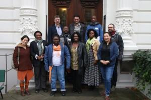Hintere Reihe von links nach rechts: Prof. Dr. Jürgen Zimmerer, Dr. Fabian Sylvester Kigadye (Tanzania), Kim Todzi, Jerome Karangwa (Rwanda), Vordere Reihe von links nach rechts: Tania Mancheno, Esther Ulipamwe Goagoses (Namibia), Bad Joumbayena Tidjougouna (Togo), Aida Mapenzi Mulokozi (Tanzania), Dr. Sylvie Laure Andela Bambona (Kamerun), Dr. Diana Natermann, Dr. Florian Wagner