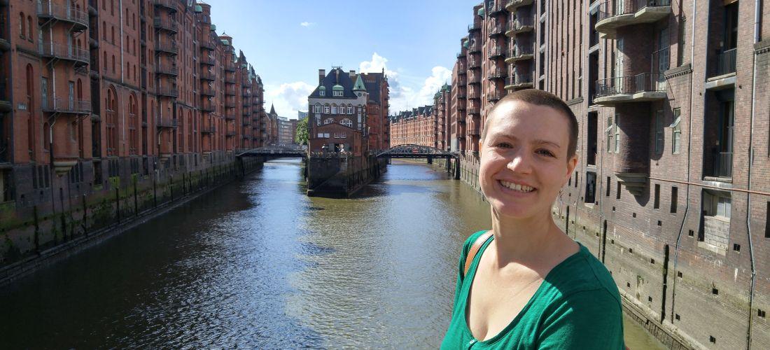 Das Foto zeigt ein Porträt der Historikerin Ulrike Peters.