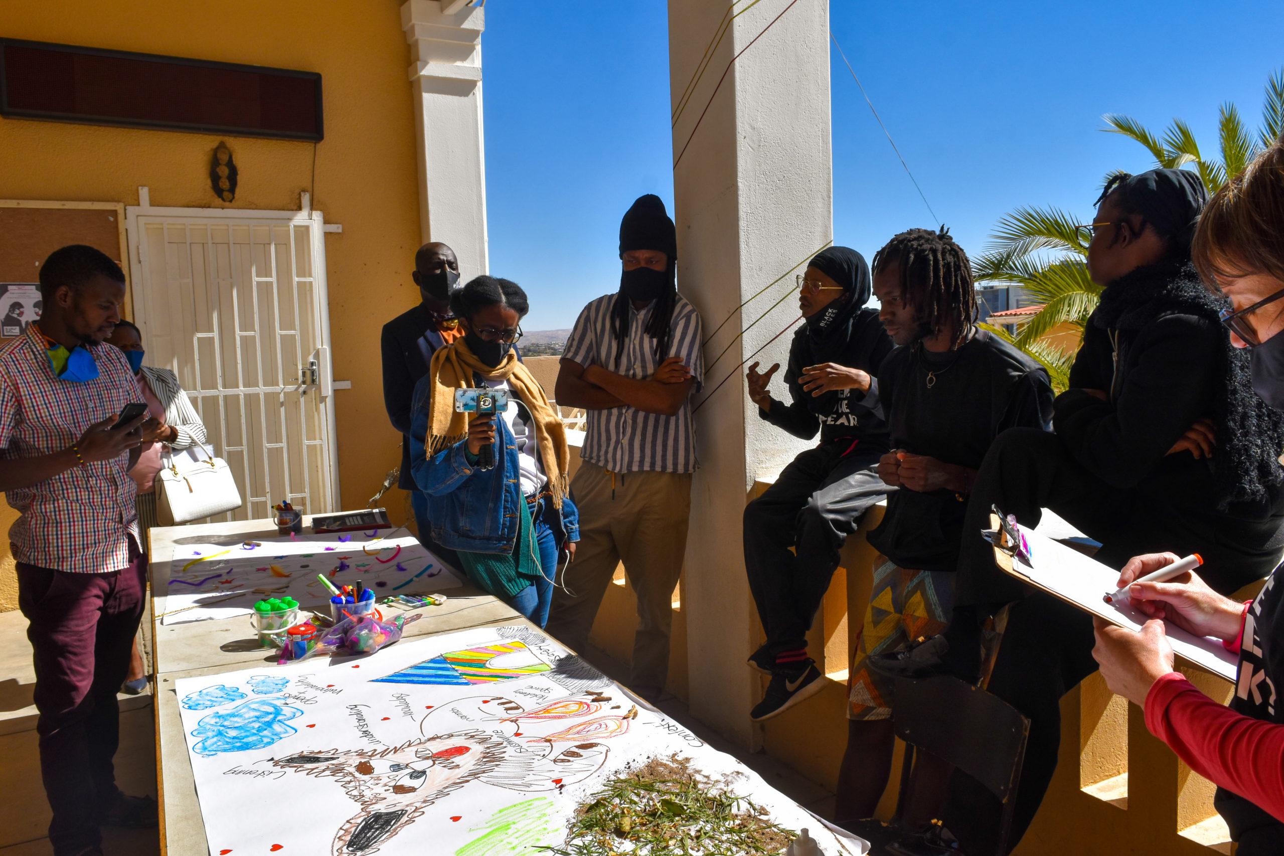 Diskussionsrunde im Projekt 'Ovizire • Somgu: From Where do We Speak', Namibia 2020