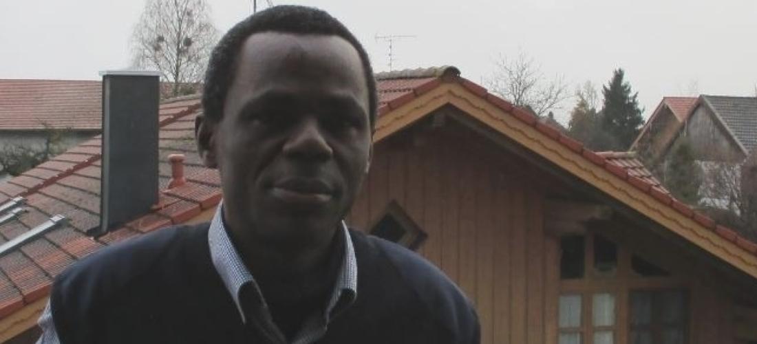 Das Foto zeigt ein Porträt des Ndzodo Awono.