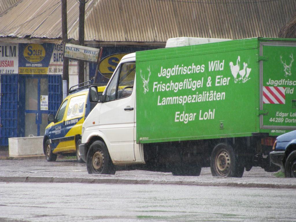 Transportlaster mit deutscher Aufschrift