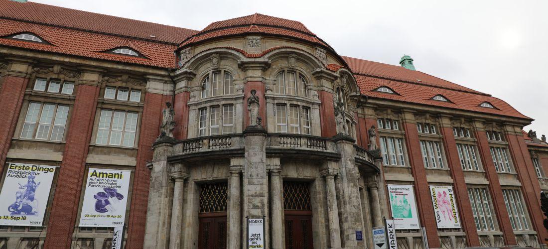 Das Foto zeigt die Aussenfassade des MARKK.