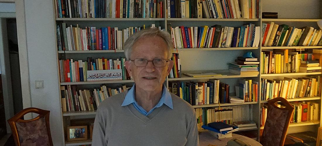 Das Foto zeigt ein Porträt von Peter Schütt.