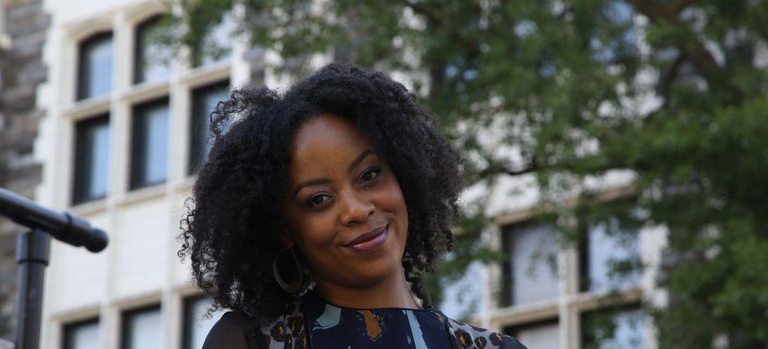 Das Foto zeigt ein Porträt der Künstlerin Vitjitua Ndjiharine.