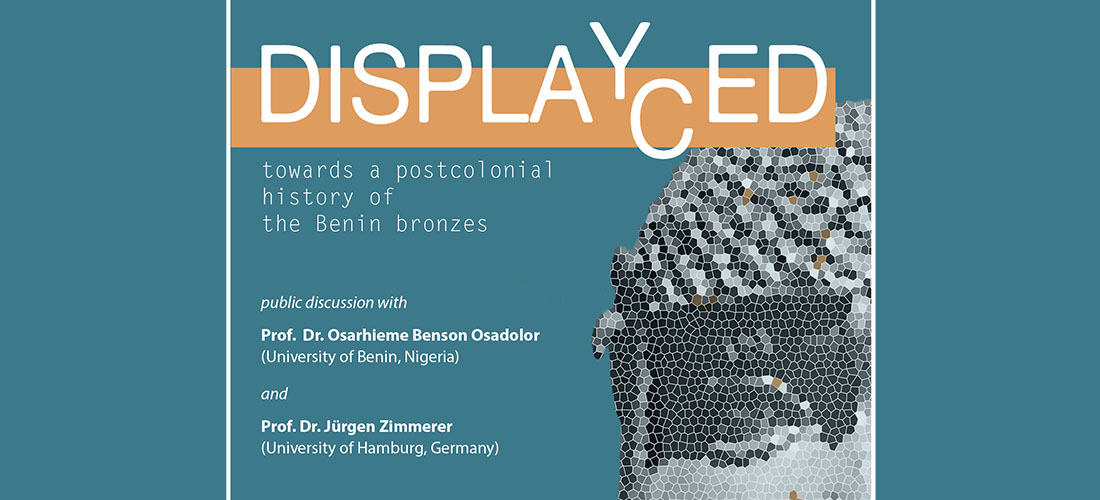 "Das Foto zeigt das Plakat ""Displaced / Displayed"""