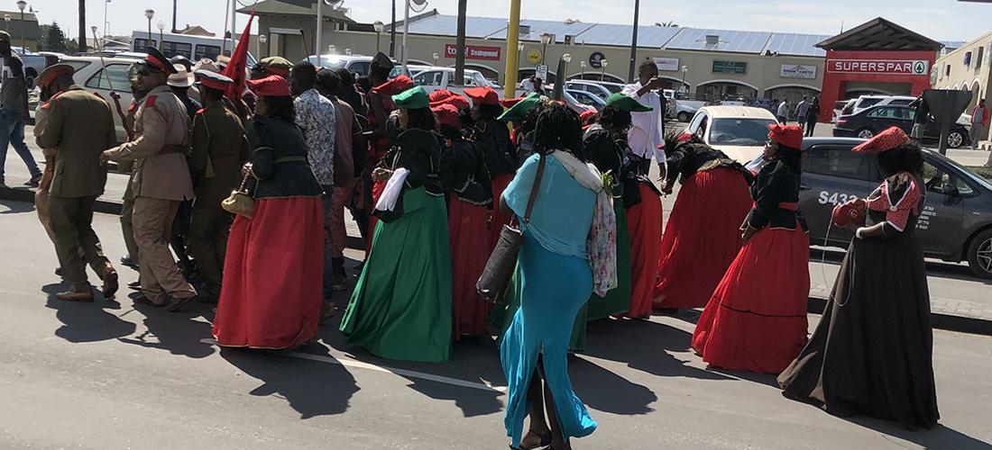 Das Foto zeigt Teilnehmer*innen der Week of Justice in Namibia.