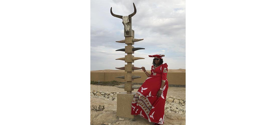 Das Foto zeigt eine Teilnehmerin der Week of Justice in Namibia.