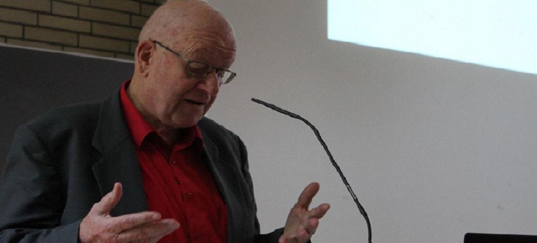 Das Foto zeigt Prof. Dr. Wolfgang Reinhard während seines Vortrags an der Universität Hamburg.